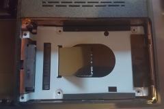 Festplattenfach mit SSD und Halterung